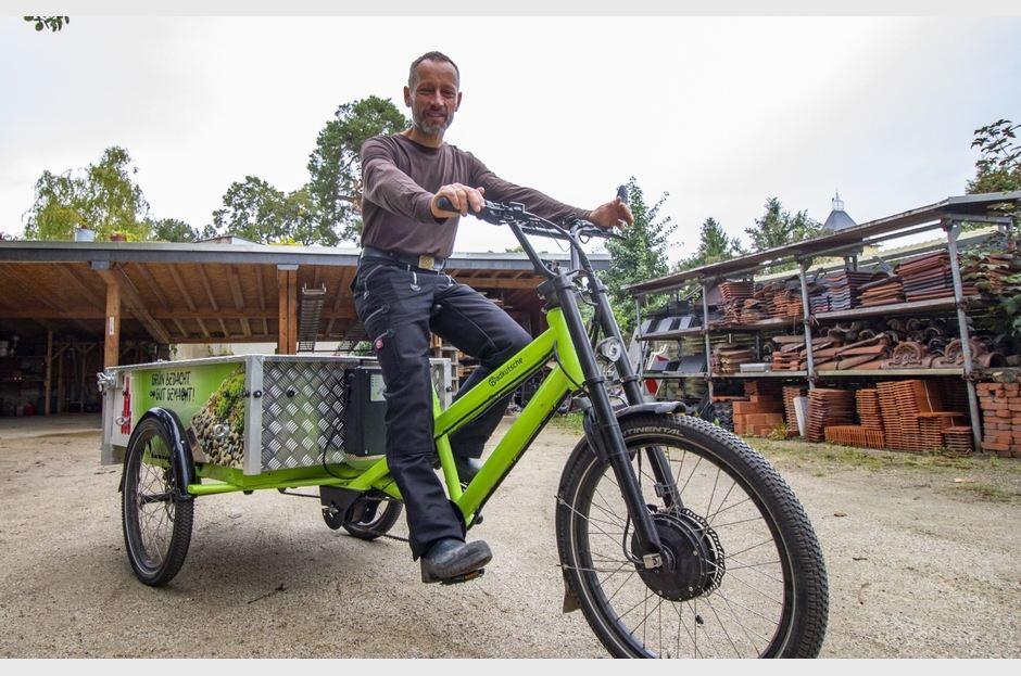 Dachdeckermeister Mathias Greuner hat mit seinem Lastenrad in zwei Jahren rund 2.000 km zurückgelegt. - © Ö Grafik